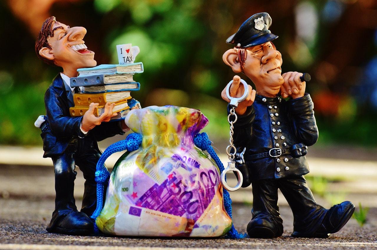bankers dozen, tax, finance, joe higgins, pay day, pay, salary, euro, money, ireland, EU, united kingdom